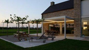 lamellendach pergola als terrassen berdachung und sonnenschutz. Black Bedroom Furniture Sets. Home Design Ideas